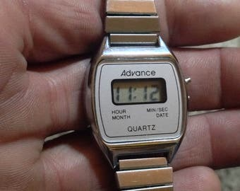 Cool vintage Advance digital watch w calendar. Works well! Very good condition