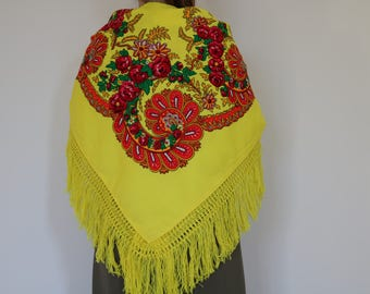Viana's tradicional scarf, yellow, traditional pattern, fringed scarf, made in Portugal.