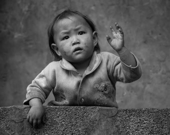 Kid waving from the terrace, Sapa, Vietnam - Print Photograph/Black and White/People/Travel Photography/Wall Art/Home Decor
