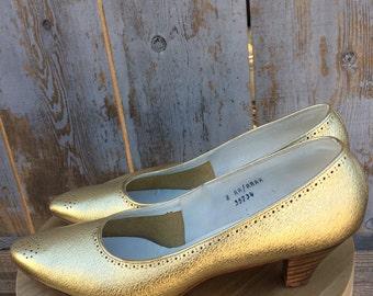 Vintage 1950's 1960's Gold Metallic Shoes Pumps Heels Wooden Heel Size Women's US 7 / 7.5 / 8 Narrow