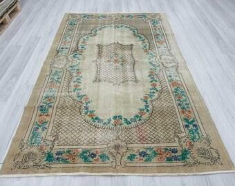 5' 5'' x  8' 7'' Vintage hand knotted decorative Turkish area rug