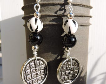 Earrings black, white, silver, material recycle