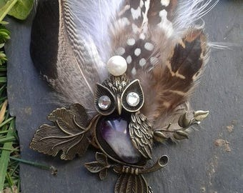 Natural feathers and OWL brooch