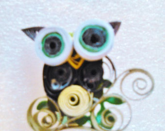 Hand Quilled Pin - Julie