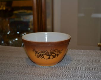 Pyrex Old Orchard 1 1/2 pint bowl