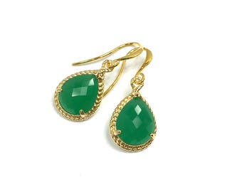 Green crystal earrings, gold plated.