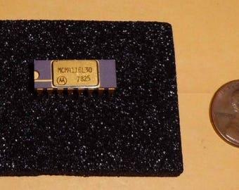 Vintage Gold Platted Rare Motorola Ceramic Memory 16K DRAM #MCM4116L-30 Date Code 1978