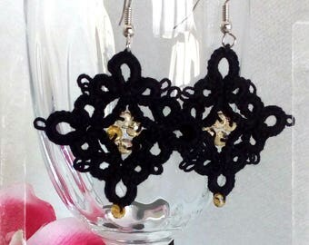 Tatting lace earrings-black and pearls