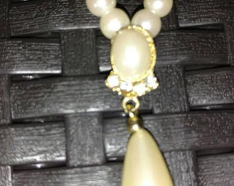 Pearl necklace with teardrop pearl