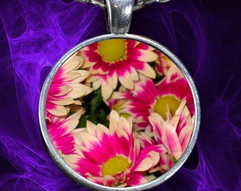 Flower Necklace with Pink Daisies