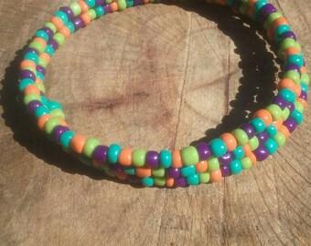 Memory wire bracelet. Wood and glass. Hippy, boho, jewelry.