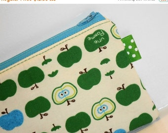 SALE SALE SALE - 20% Off Padded Zipper Pouch Une Pomme / Kawaii Coin Purse / Apple Cosmetic Bag / Purse Organizer / Phone Case / Coin Purse