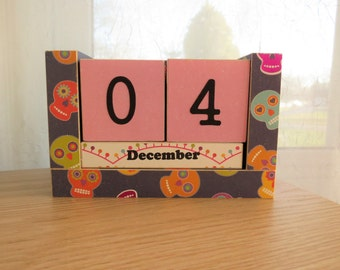 Wooden Block Perpetual Calendar - Sugar Skulls - Colorful Halloween Theme
