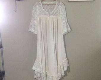 Vintage 80s white sheer gauze lace night gown ~ lolita ~ kawaii ~ Gothic