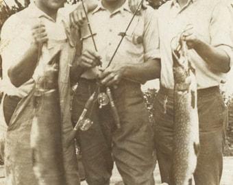 vintage photo Man w Fish Catch 23lbs 12 oz 1939