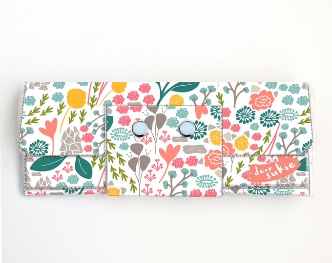 Vinyl Long Wallet - Flora Fields / floral, pink, vegan, pretty, large wallet, clutch, card case, vinyl wallet, big, woman, green, summer