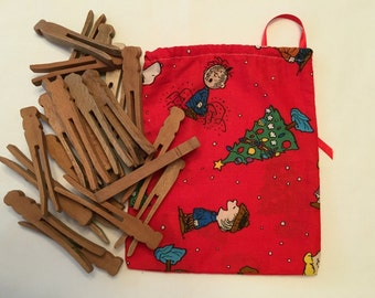 Vintage Wooden Clothes Pins- 24 of them in Adorable Charlie Brown and Peanuts Christmas Fabric Drawstring Bag - Flat peg style