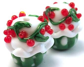 Holly Wreath Christmas Cupcakes