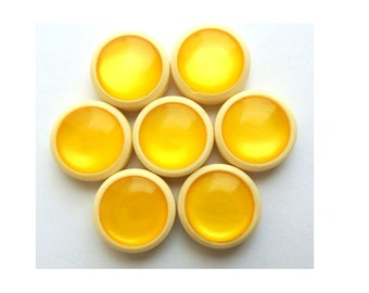 6 Vintage trim buttons with yellow trim in the center 18mm