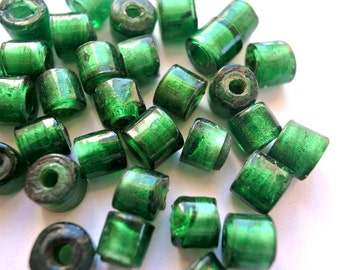15 Vintage glass beads unique green , 9mm