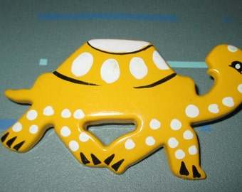 Vintage MOD Yellow Painted Plastic Graphic Turtle Pin