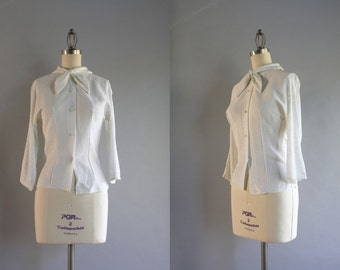 1950s Bow Neck Blouse / Vintage 50s White and Silver Lurex Top / 50s Fitted Blouse