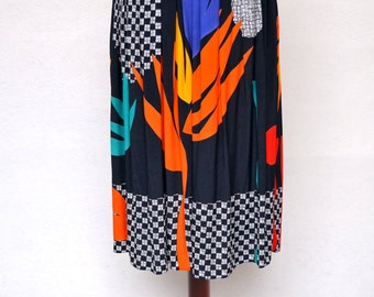 Beautiful MATISSE Inspired Block Colored Print SKIRT in a GRAPHIC Print. Belt Included. Elasticated Waist. Size Medium.