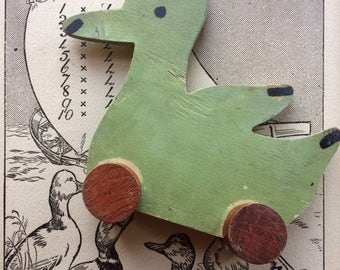 Quack quack... Vintage  Wooden Duck Toy on Wheels