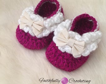 Newborn girl booties... linen bows.. summer shoes... ready to ship