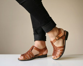 1980s Leather Woven Sandals >>> Size 5-1/2 (5.5 W)