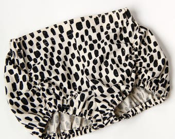 Modern Dots Pucker Bloomers/Baby Girl/Black and White Bubble Shorts/Summer Gathered Diaper Cover