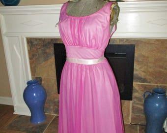 1950s pink Vintage Vantiy fair Nightgown Pink Nylon sz 34 stunning vintage lingerie