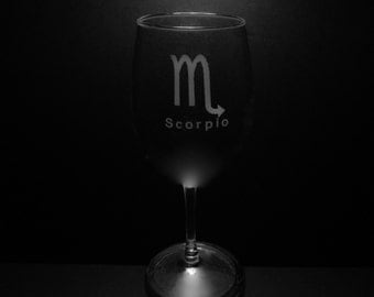 Scorpio Symbol 13 Ounce Wine Glass