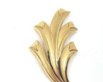 Crown Trifari Gold Tone Vintage Abstract Brooch Pin