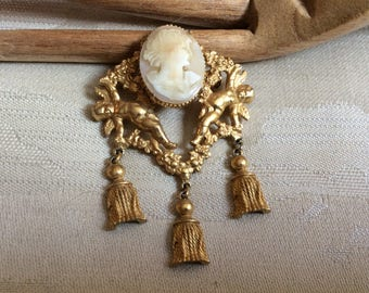 Vintage antique style goldtone beige cameo tassels brooch, Victorian Edwardian cameo tassels pin, large cameo tassels brooch