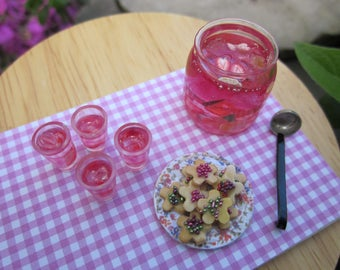 Strawberry Punch and Cookies Tray