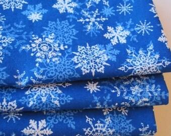 Blue Snowflake Napkins set of 4 or 6 Hostess Gift Blue Napkins Winter Dinner Napkins Snowflake Table Decor Blue Kitchen Decor