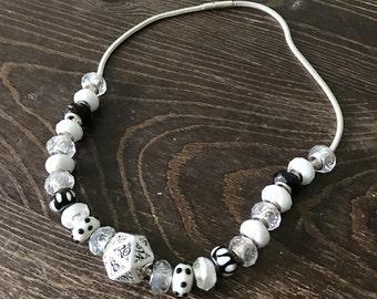wedding D20 dice necklace balck white wedding necklace dice elven elvish D20 dice jewerly geek dungeons and dragons bride jewelry pathfinder