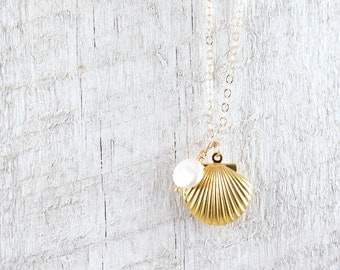 Sea Shell Locket Necklace, Gold Seashell Necklace, Seashell Locket, Ocean Jewelry, Beach Wedding, Mermaid Jewelry, Nautical Wedding