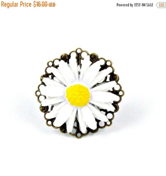 SALE 50% off Daisy Ring Flower Cocktail Ring  Garden Wedding Cocktail Ring Yellow Ring - Daisy Jane
