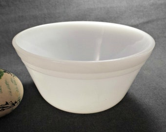 Federal Glass Small White Mixing Bowl / Vintage Federal Glass 5 Inch White Mixing Bowl / 1960s White Glass Oven Ware