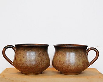 Vintage Pair of 1970s Organic Retro Stoneware Ceramic Denby Pottery Romany Cups for Tea or Coffee in Mocha or Sand Speckled Brown.