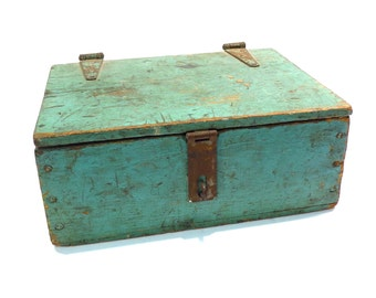 Primitive Lock Box Vintage 1930s 1940s Rustic Wooden Tool Box Green Painted Storage Box