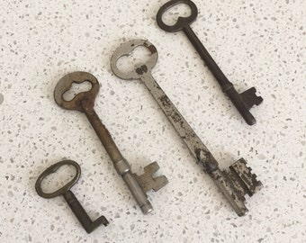 Vintage Assorted Skeleton Keys Set of 4