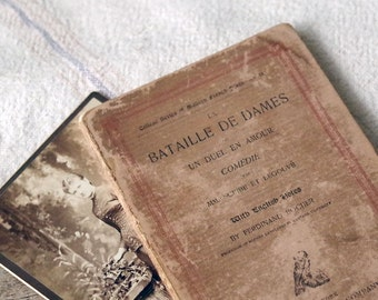 1864 French Study Book - La Bataille De Dames - Antique College Series French Book