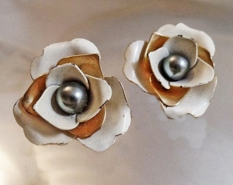 ON SALE Vintage White and Gold Flower Black Pearl Earrings. Sarah Coventry.  1960s.