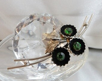 SALE Vintage Green Rhinestone Shadowbox Flower Brooch.  Silver Tone Green Rhinestone Floral Pin.