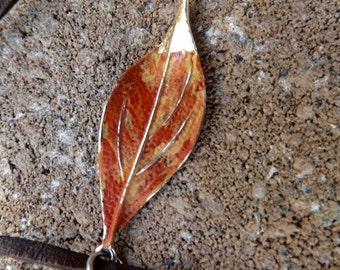 autumn leaf pendant bolo tie//leather bolo//leaf//pendant//autumn//leather necklace//jewelry//necklace//choker//fall//leaves//jewelry