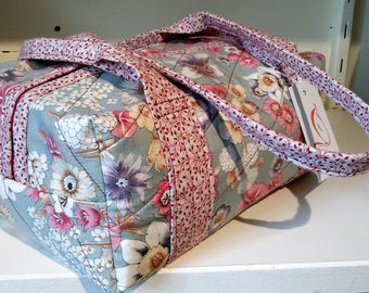 Small quilted travel bag