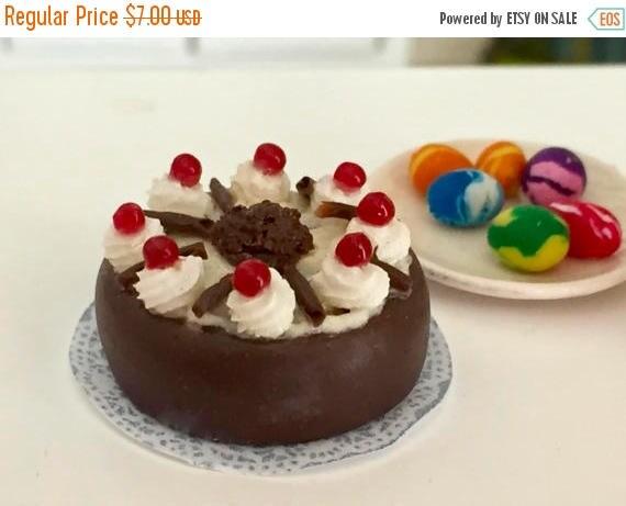 SALE Miniature Chocolate Cake, Cake With Whip Cream, Chocolate Shavings & Cherries, Dollhouse Miniature, 1:12 Scale. Dollhouse Food, Mini De